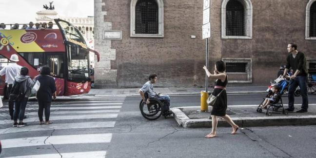 Un'impossibile giornata in città di un ragazzo disabile